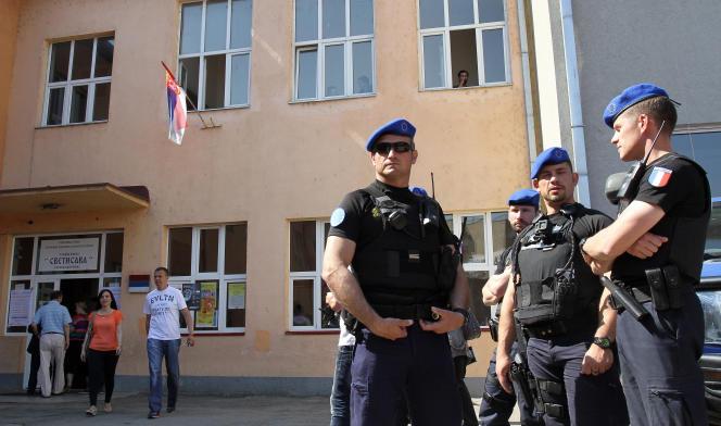 Des gendarmes français d'Eulex, en 2014 àMitrovica