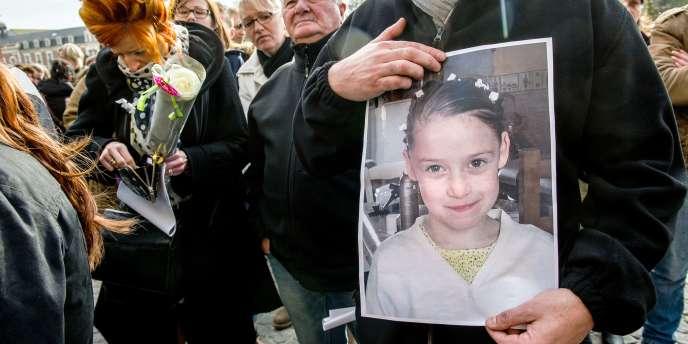 Lors de la marche organisée à Calais en mémoire de l'assassinat de la fillette.
