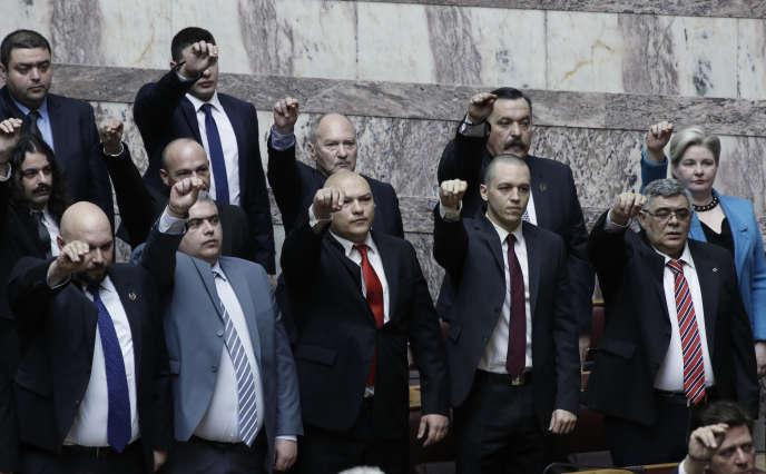 Les députés du parti Aube dorée en février, dans l'enceinte du Parlement grec, la Vouli.