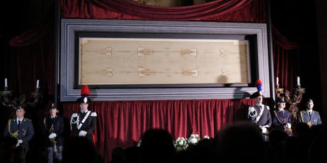 Le saint suaire présenté à Turin, le 18avril.