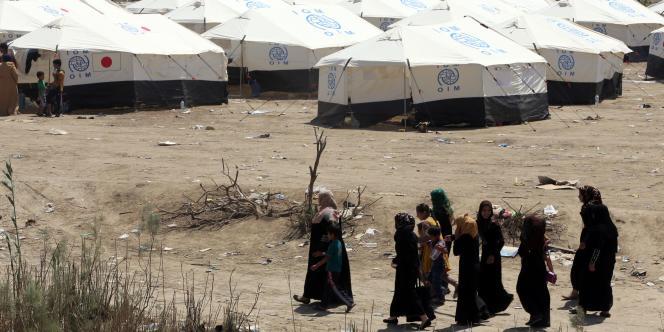 Un camp de fortune accueille des personnes ayant fui les combats dans la région de Ramadi, près de Bagdad, le 19avril.