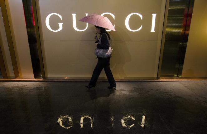Gucci est l'une des filiales du groupe Kering, tout comme Yves Saint Laurent, Balenciaga ou encore Alexander McQueen.