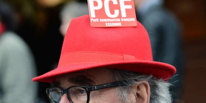 Le président de la République a comparé dimanche19avril Marine Le Pen à «un tract du PCF des années 1970».