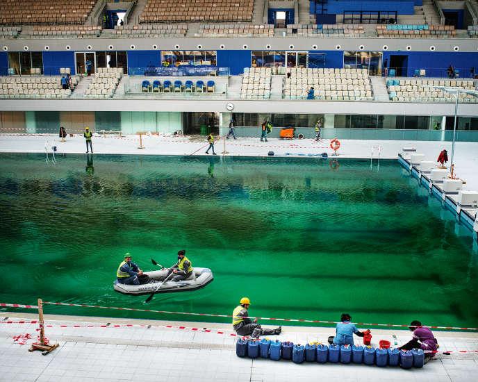 Bakou, à l'intérieur de l'Aquatic Center encore en travaux. Tout doit être prêt le 12 juin 2015.