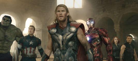 "De gauche à droite : Hulk (Mark Ruffalo), Captain America (Chris Evans), Thor (Chris Hemsworth), Iron Man (Robert Downey Jr.), Black Widow, la Veuve noire (Scarlett Johansson) et Hawkeye (Jeremy Renner) dans ""Avengers, l'ère d'Ultron"", de Joss Whedon.  Ph: Film Frame  ©Marvel 2015"