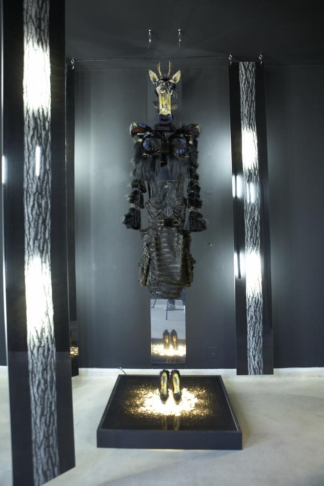 Transparence sexy pour cette collection qui a remporté le Grand Prix à Hyères, Inspirée par la Cicciolina.