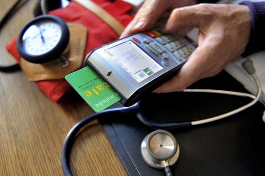 Près de la moitié des étudiants ont déjà renoncé à voir un médecin pour des raisons financières, selon la dernière enquête de l'Observatoire national de la vie étudiante.  AFP PHOTO / PHILIPPE HUGUEN