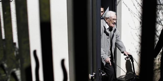 Oskar Gröning quitte le tribunal mardi 21 avril.