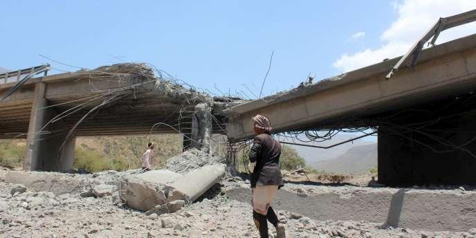 Un raid aérien a atteint un pont de la province d'Ibb, au Yémen, le 21avril.