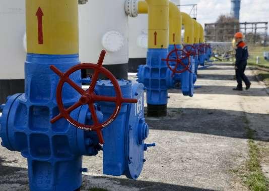 Sur une station de compression du gaz près de Kiev, en avril.