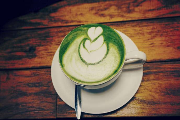 La poudre de matcha est bourrée d'antioxydants « comme tous les thés verts, mais en plus grande quantité », souligne la diététicienne Déborah Ohana.