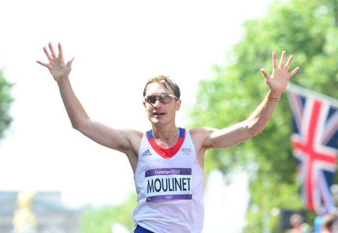 Bertand Moulinet sur la ligne d'arrivée du 50 km marche des Jeux olympiques de Londres, en août 2012.