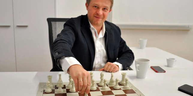 Victor Kislyi dans son bureau de Nicosie, blanc et épuré. Aujourd'hui millionnaire, le fondateur de Wargaming se complaît davantage dans le jeu et la confrontation que dans le strass.