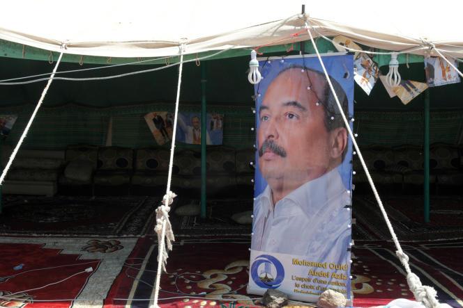 Une affiche de Mohamed Ould Abdel Aziz sous une tente à Nouakchott lors de la campagne pour la présidentielle de 2014.