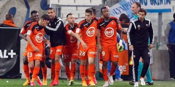 Marseille a subi, vendredi 24 avril, une quatrième défaite d'affilée et laissé Lorient (5-3) venir prendre trois points précieux pour son maintien.