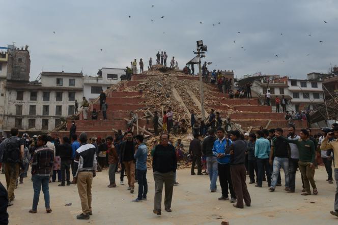 La place Durbar, classée au patrimoine mondial de l'UNESCO, détruite par le séisme de samedi au Népal.