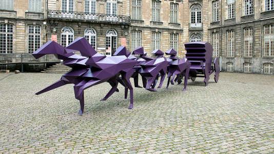 Carrosse de Xavier Veilhan, cour du Palais Saint-Vaast.