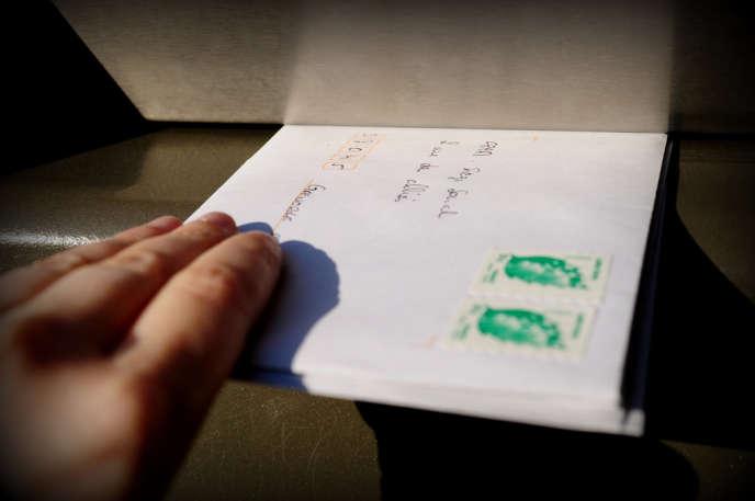 Comment connaître le lieu où a été postée une lettre anonyme ?