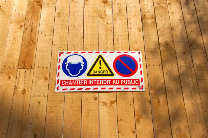 Lorsque les travaux durent moins de quarante jours, le locataire doit en supporter les conséquences, estime l'agence départementale d'information sur le logement (ADIL) de Paris.