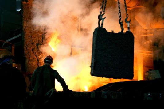 En Nouvelle-Calédonie, les mineurs indépendants, soutenus par les rouleurs, demandent l'ouverture d'un canal d'exportation vers la Chine de latérites à basse teneur, afin de compenser la baisse des volumes vers l'Australie et maintenir l'emploi sur les mines.
