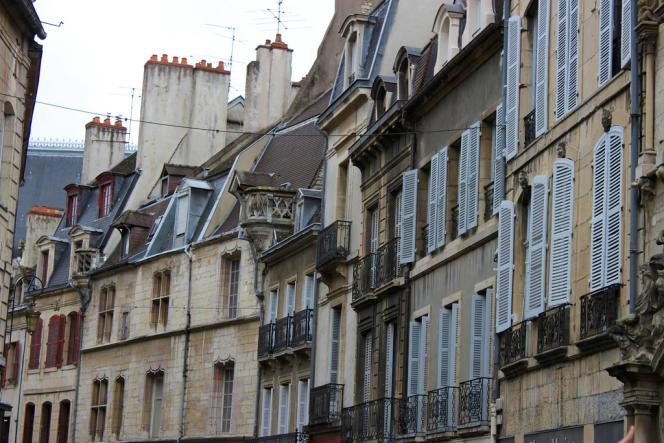 Une rue à Dijon, ville qui a connu une hausse des prix de 11,4% en un an.