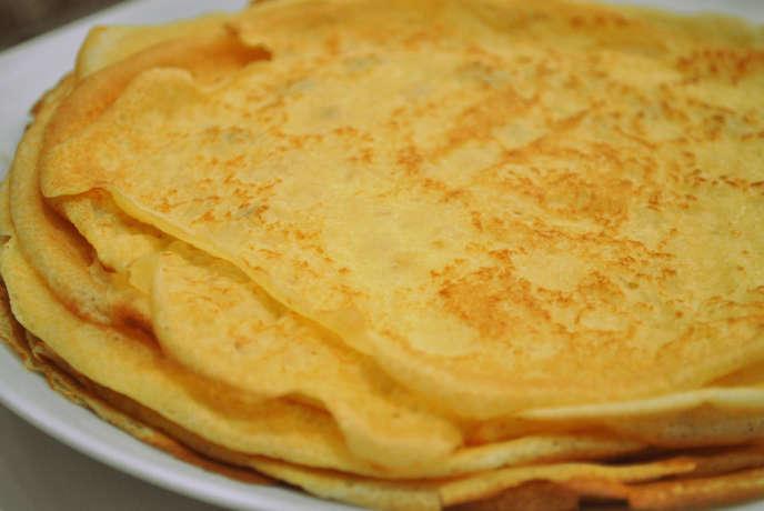 Pour réaliser une pâte à crêpes sans grumeau, il revient de mélanger les ingrédients dans un ordre bien établi, à commencer par les oeufs, puis le lait, la farine, le sucre et le beurre salé.