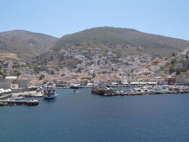 L'île grecque d'Hydra, à moins de deux heures d'Athènes, attire les touristes d'Athènes et du monde entier.