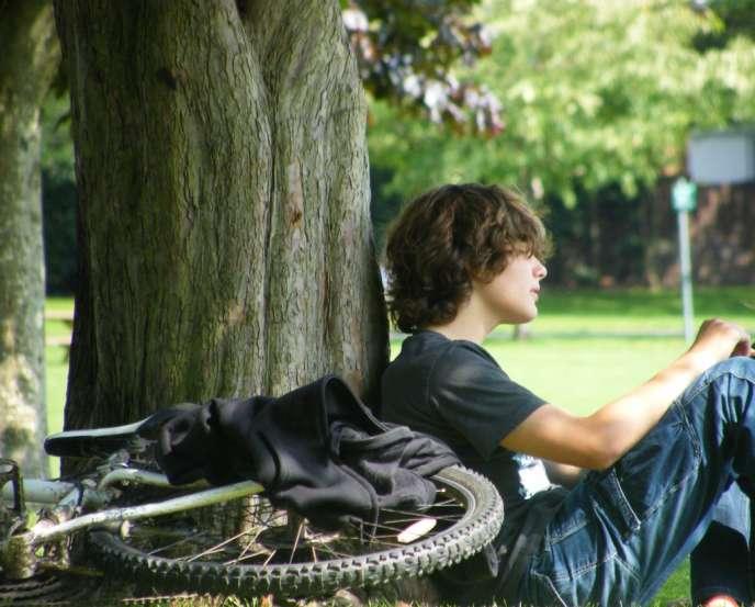 L'adolescence, jalonnée de plusieurs premières fois, est-elle ce passage obligé par un sentiment de mal-être ?