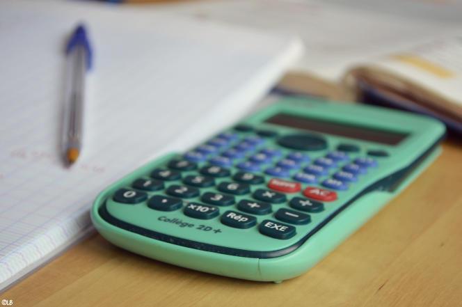 La calculatrice est parfois interdite aux épreuves de mathématiques du diplôme national du brevet.