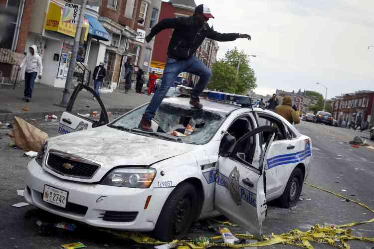 Le gouverneur du Maryland a déclaré l'état d'urgence à Baltimore pour lui permettre éventuellement d'y déployer la garde nationale en réponse à de nouvelles émeutes qui ont secoué une partie de la ville.