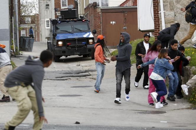 Affrontements le 27 avril 2017, à Baltimore entre manifestants et policiers, après les funérailles d'un jeune Noir, mort après son arrestation.