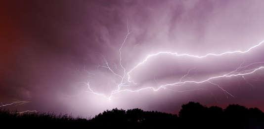Une vingtaine de départements ont été placés en vigilance orange en raison d'un risque d'orages violents.