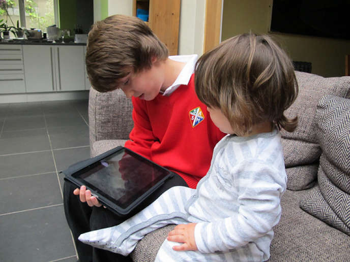 At the end of 2012, more than 10% of French families were equipped with a tablet. (photo illustration)
