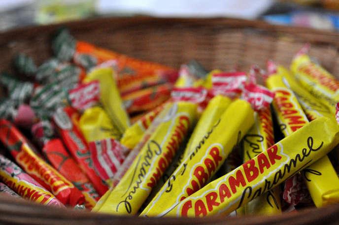 Après être passé entre les mains de Danone, de Cadbury, puis de Kraft rebaptisé Mondelez, Carambar revient ainsi sous pavillon français.