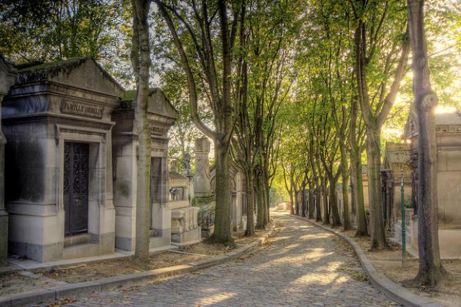 Une allée du cimetière du Père-Lachaise, à Paris.