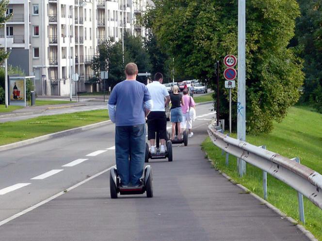Dans la ville de Lille la régie des transports fournit déjà des Segway.