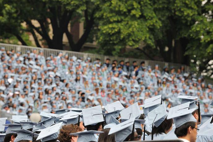 L'accompagnement permet d'augmenter le taux de réussite. Il est de 90 % sur les 3400 VAE accompagnés par la société depuis sa création alors qu'en moyenne, sans lui, le taux d'échec est de 75% (photo: remise des diplômes à l'université de Columbia, à New York).