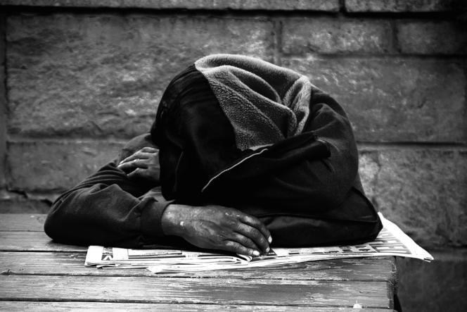 «L'hiver qui se profile pourrait bien être pour les personnes sans abri le pire depuis longtemps. N'attendons pas les premiers morts pour agir». (Photo : un sans-abri).