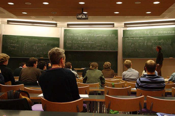 7% à 9% des ingénieurs choisissent de faire une thèse. Une tendance à la hausse encouragée par les écoles.
