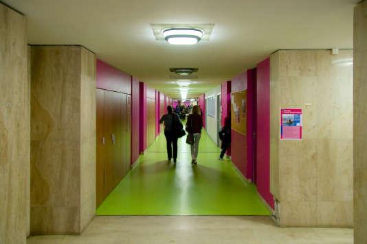 Portes ouvertes à l'UT Compiègne.Cet établissement publics présente la particularité de délivrer à la fois des grades universitaires (licences professionnelles, masters et doctorats) et des diplômes d'ingénieur habilités par la Commission des titres d'ingénieurs.