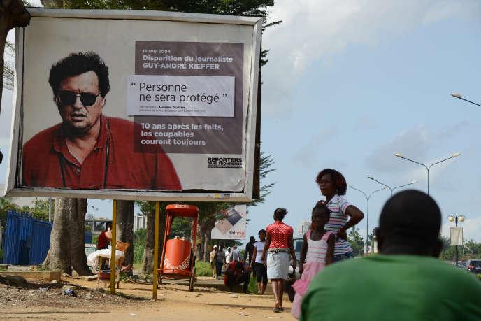 Une campagne d'affichage de Reporters sans frontières à Abidjan, en 2014. Sur l'affiche, le visage du journaliste franco-canadienGuy-André Kieffer, porté disparu en 2004.