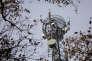 Une antenne Wi-Fi fixée sur un pylône.