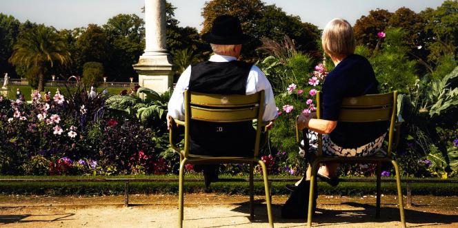 Confrontés à plusieurs obstacles, comme l'âge ou la santé, les seniors sont souvent obligés de passer par une assurance pour souscrire un emprunt.