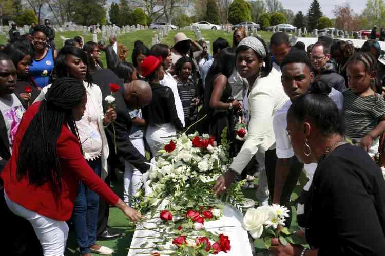 Ces violences sont intervenues juste après les funérailles de Freddie Gray, un jeune Noir, mort dans des circonstances encore inexpliquées après son arrestation par la police.