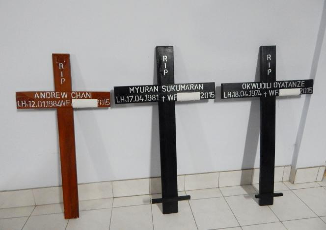 Les neuf condamnés, qui vivaient leurs dernières heures, ont été placés à l'isolement dans une prison du complexe pénitentiaire sur l'île isolée de Nusakambangan, «l'Alcatraz indonésien», où leurs proches sont venus leur rendre une dernière visite.