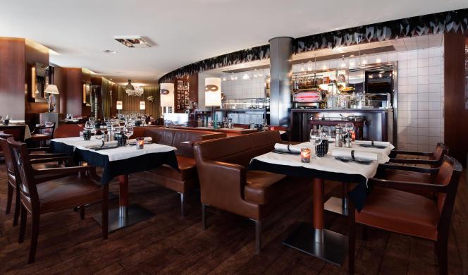 Décor cosy et cuisine fine attirent les personnalités au Mori Venice Bar, place de la Bourse, à Paris.