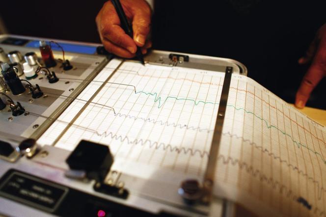 Les détecteurs de mensonges mesurent notamment la respiration, la pression artérielle et la transpiration des personnes interrogées.