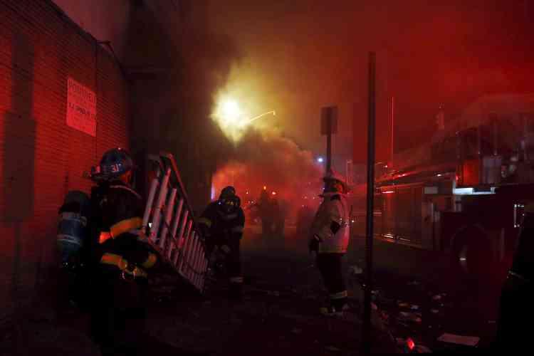 De nombreux incendies ont été signalés dans la soirée qui a suivi les émeutes.