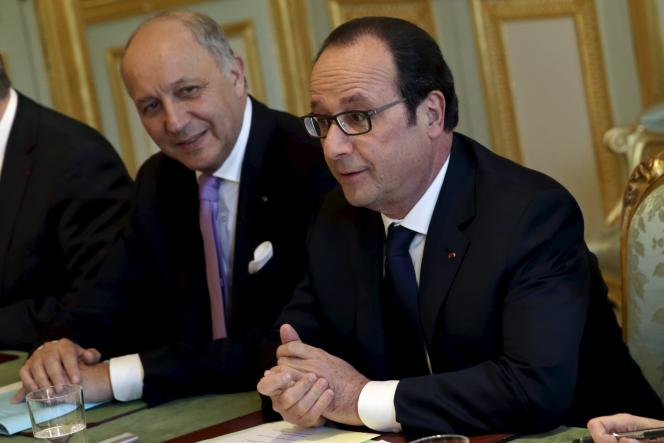 Le président François Hollande et son ministre des affaires étrangères, Laurent Fabius, partisan, en 2005, du non au référendum  sur le projet de Constitution européenne.