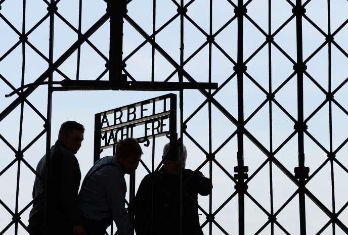 L'entrée du camp de Dachau, 2 novembre 2014. Plus de 41 000 personnes y ont été assassiné, mort de faim ou de mauvais traitements. AFP PHOTO / CHRISTOF STACHE